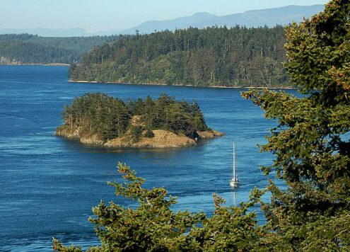 patrick mcnally photograph deception pass puget sound washington state CC BY 3.0 Wikimedia Commons